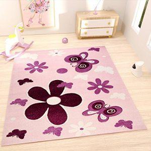 Alfombra para habitación infantil en rosa y morado con flores y mariposas