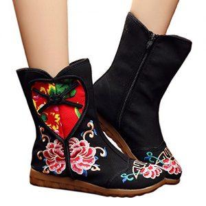 Botas de mujer bordadas de flores y corazón