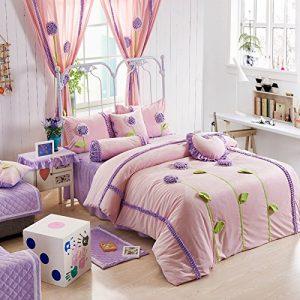 Conjunto de Colcha y fundas de almohada con detalles florales en relieve