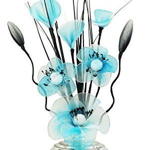 Jarrón plata con flores de nailon azul y blancas