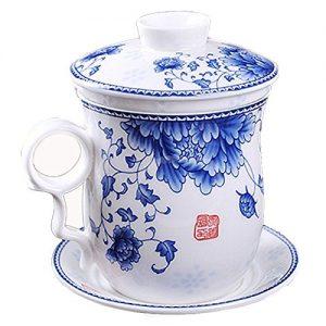Taza de porcelana con flores azules