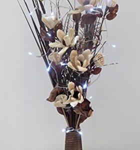 Jarrón de madera con flores y plantas artificiales y luces LED