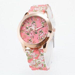 Reloj hermoso de flores rosas