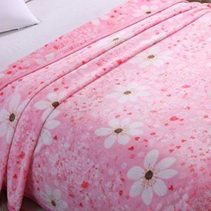 Manta rosa con flores